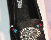 Womens Black Leather Minnetonka Moccasins BEAR Embroidered Beaded Whole & 1/2 Sizes