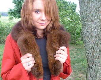 Vintage Sassy Red Trench with Lush Fur Collar Knee-Length Belted Coat Detachable Collar Leather Pocket Detail