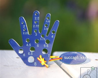 Puiccomitta (EUR/mm) -Knitting Needle gauge with mm-scale for measuring knitting needles, made out recycled blue plastic