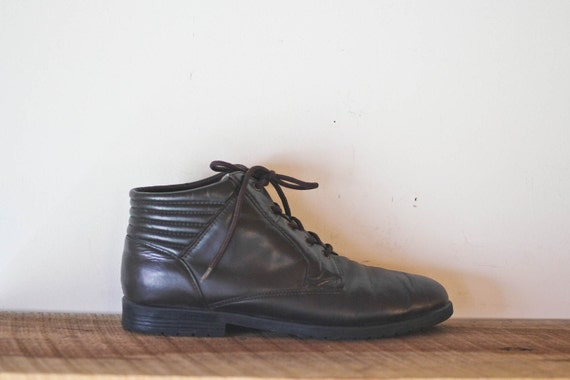 vintage BROWN leather ankle boots. 9