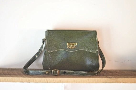 vintage scalloped OLIVE leather handbag.