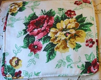 """Splashy SUMMER ROSES Pillow Cover Red Pink & Yellow Blooms White Nubby Barkcloth, Piping Chenille Back, Boho Lumbar or Sofa Accent 15"""" sq"""