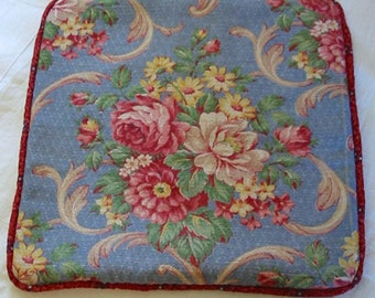 PINK ROSES BARKCLOTH Pillow Cover, Peony Daisy on Periwinkle Blue Textured Diamond Weave, Feather Scrolls Classic 1940 Flower Design Buttons