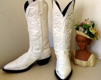 Beautiful White Western Cowboy Boots in a Cowgirl size 5 M -- J. Chisholm brand