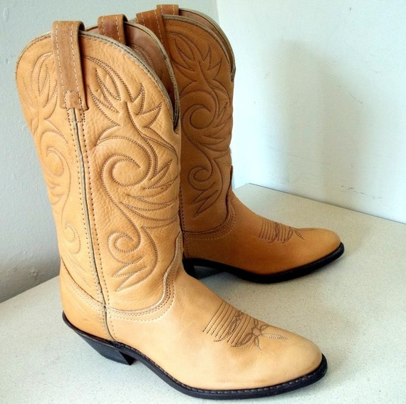 Sweet Vintage Cowgirl Boots size 6 1/2 M by honeyblossomstudio