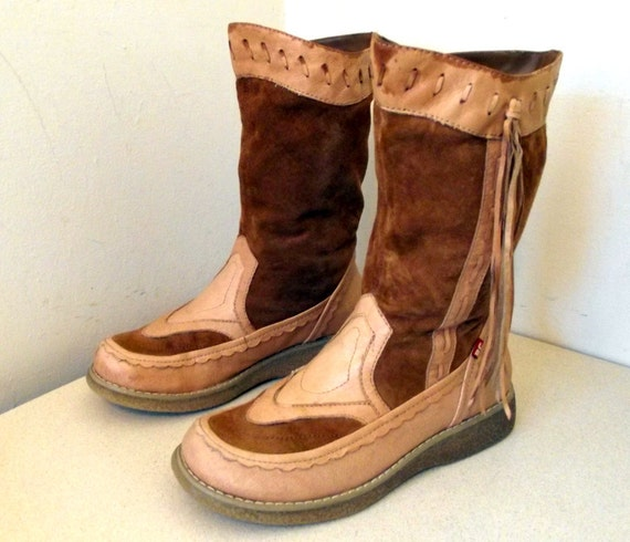 Vintage Tan leather Moccasin Like Womens Boots with fringe size 6