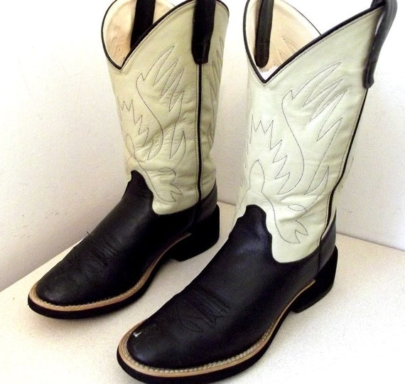 FuN n FuNkY Black and Off white leather Cowboy boots size 7 or cowgirl size 8.5