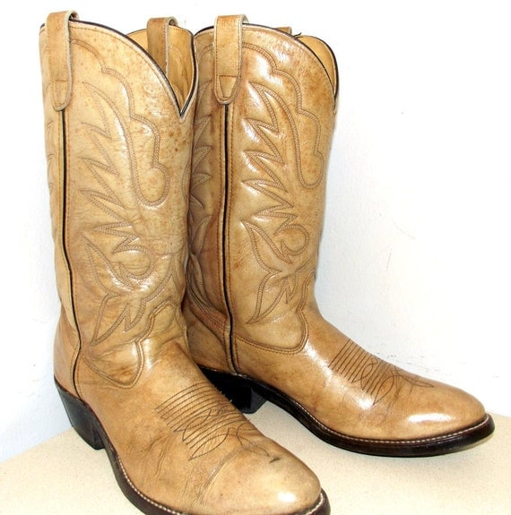 Vintage Grungy Oatmeal Cowboy boots size 10 D or cowgirl size 11.5 wide