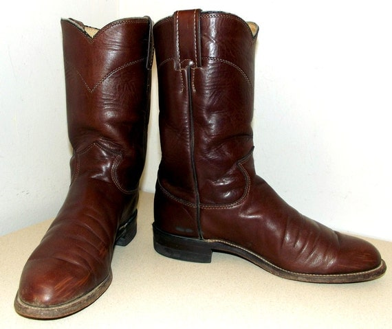 Nice Vintage Roper style Justin brand cowboy boots in a deep rich brown size 6 B