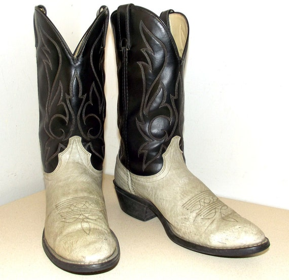 Vegan Friendly laredo brand Broken In Vintage boots size 10 D or Cowgirl size 11.5