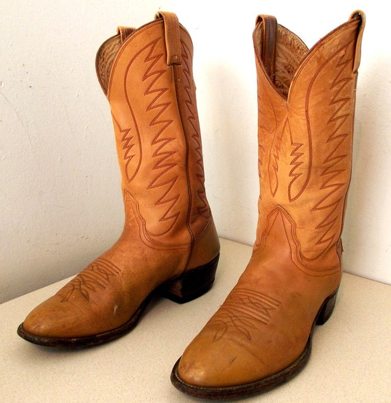 Nicely Broken In Nocona brand Cowboy boots size 9.5 d or cowgirl size 11