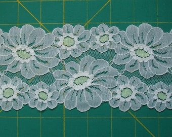 """Vintage Lace Trim Unusual Green and Off-White Daisy Flower 1 yd x 3.5"""""""