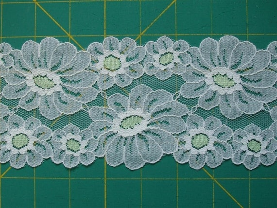 Vintage Lace Trim Unusual Green and Off-White Daisy Flower 1 yd x 3.5 inches