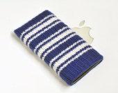 iPhone 4 Case Cover Hand Knit Wool - Toronto Maple Leafs 3 Stripe Hockey Sock Design