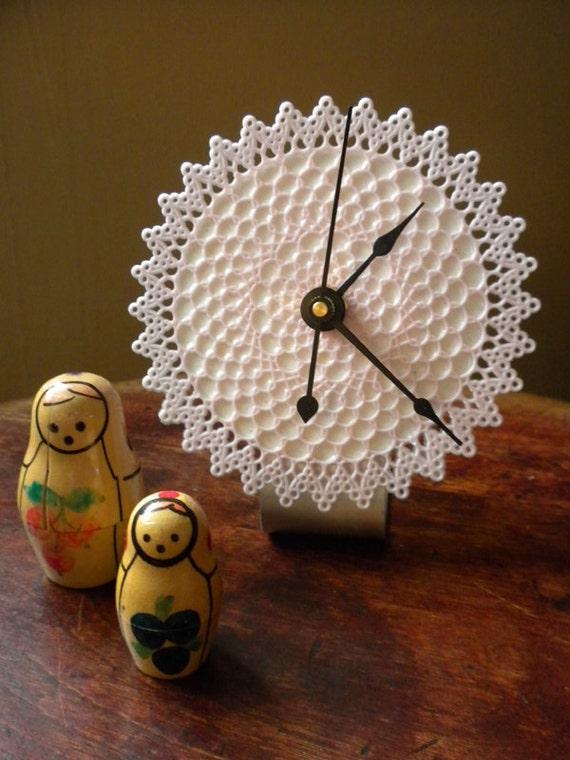 desktop clock - retro doily clock