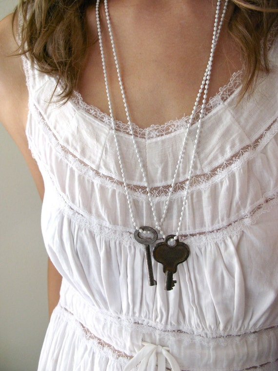 Simple Secret Necklace - White Edition - vintage key