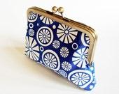 White Pinwheels on Electric Blue - Trendy Kisslock Clutch