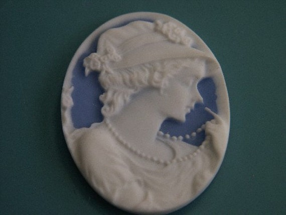Lovely vintage 1980s oval white/ blue plastic cabuchon with lady in hat motive in wedgewood style