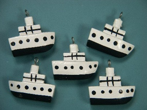 Lot of 10 funny handworked handpainted vintage 1970s white/black wood boat charms/pendants for your jewelry prodjects