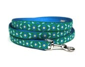 blue and green mod flora leash (1/2 inch)