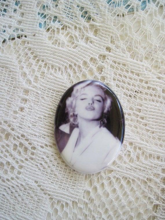 Marilyn Monroe Cameo Marilyn Monroe Cabochon Marilyn Monroe on Fine Porcelain Cameo 40x30mm