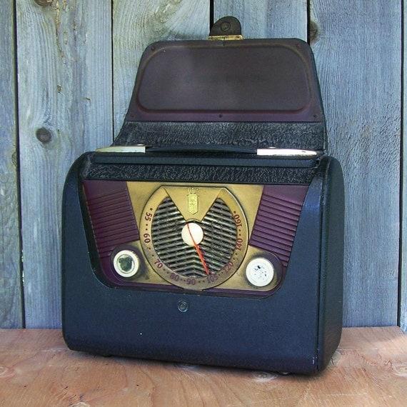 Vintage Zenith Leatherette Radio, Model H50-3Y