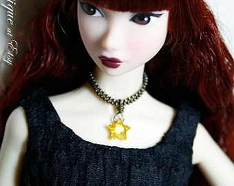 Yellow star-shaped crystal necklace