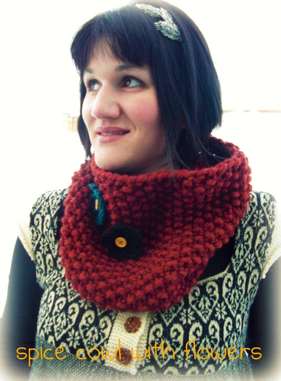 SPICE Seed Stitch Cowl with Flowers and Vintage Buttons
