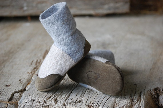 Baby Slipper Socks, Leather Soles & Eco Friendly, size 0-12 months, Barnyard Boogie