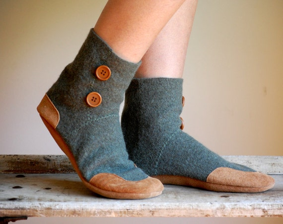 Womens Wool Slippers, Eco Friendly & Handmade, size 9.5 wide, Tread Lightly