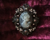 Vintage Style Cameo Detail Brooch/Pin