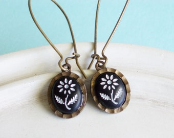 Vintage Cabochon Earrings - Black and White Daisies