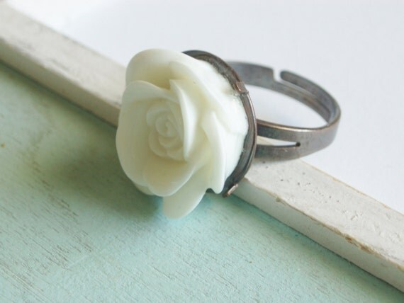 Lucite Rose Ring - Pure White