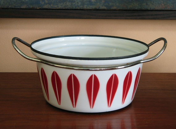 Mid Century Cathrineholm Red Dutch Oven Casserole Pot Enamelware Lotus Design Norway