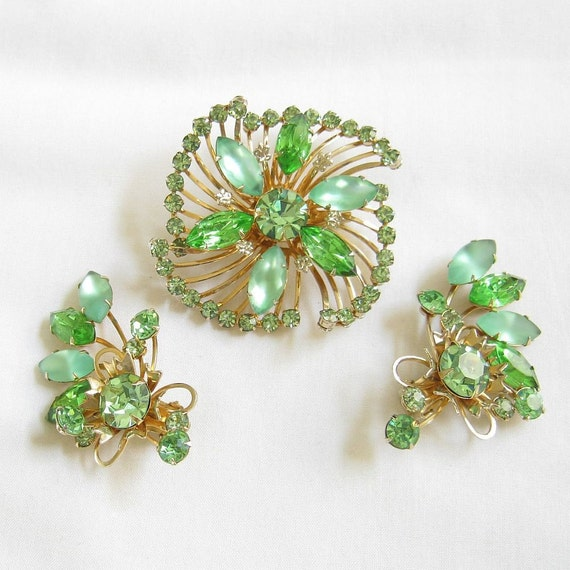 Vintage Peridot Green Rhinestone and Satin Glass Swirl Spray Brooch or Pin and Earrings Demi Parure Set