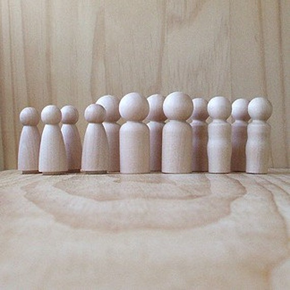 Natural Wooden peg doll play pack. Paint your own little people - set of 12 - boys and girls