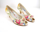 Vintage floral satin peep toe kitten pumps // Leather outsole