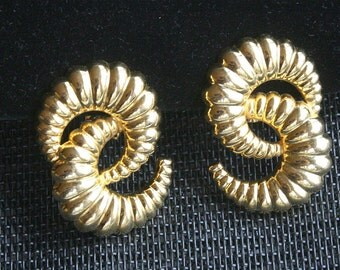80s Gold Shell Earrings Vintage Scalloped Curved C Shaped New Wave Retro Clip On