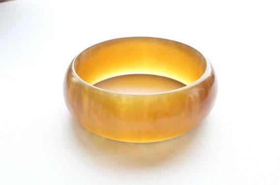 Vintage Amber Lucite Bracelet Bangle Rootbeer Marbled Topaz