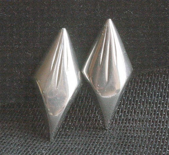 Vintage Big Silver Triangle Earrings Large 1980s New Wave Abstract Grooved Ear Climber