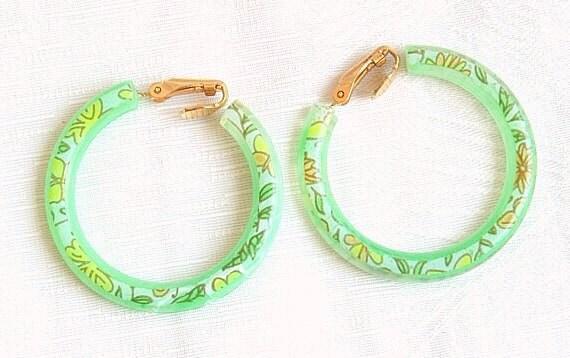 Vintage Green Floral Hoop Earrings Lightweight Flower Design Lime Clip On