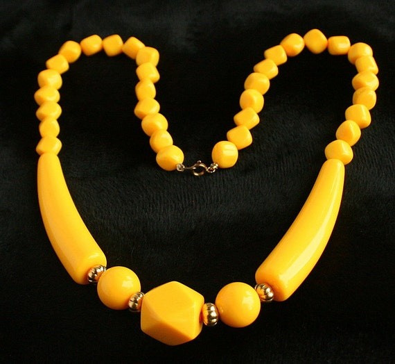 Vintage Geometric Yellow Bead Necklace Retro 1970s Bar Beads Long Bright Color