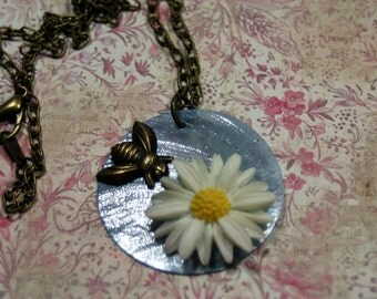 Hot Summer Sky Daisy Bee Necklace Gardens Botanical Woodland