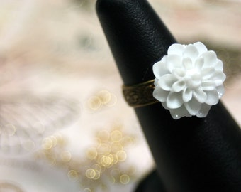 Sassy White Chrissy Flower Etched Vine Ring