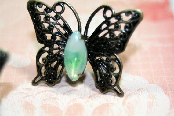 Flutterbye Brass Ring Rare Sabrina Milk Green Opal Vintage Cabochon