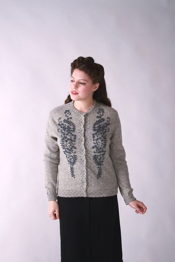 Vintage 1950s Sweater // Gray Beaded Sweater with Pearlized Buttons XL