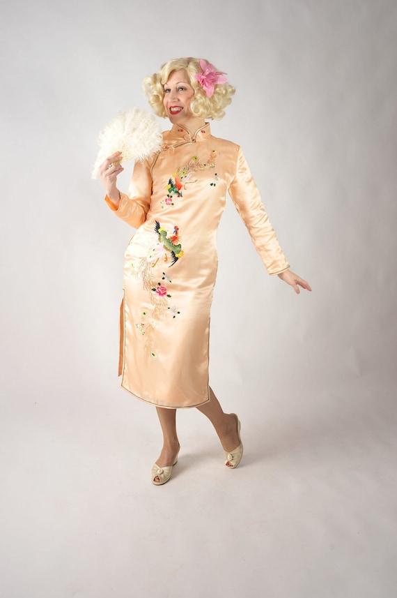 Vintage 1950s Dress // Elegant Early 1950s Embroided Cheongsam Wiggle Dress in Peach Silk