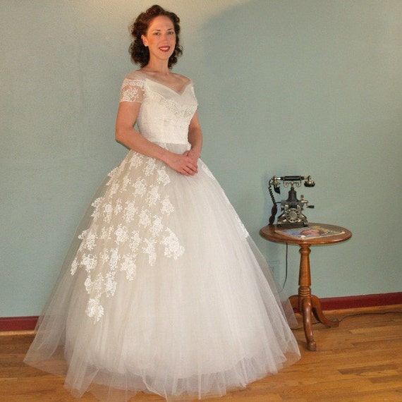 A Floating Dream WILLIAM CAHILL Vintage 50s Ethereal Tulle and Lace Wedding Dress