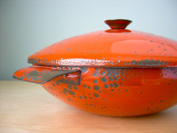 Hanova of Pasadena Orange Lava Enamelware Casserole
