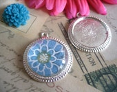 25...Silver Antique Style Pendant Settings. Size is 30mm...Inside Diameter is 25mm